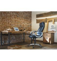 biurko na metalowych nogach