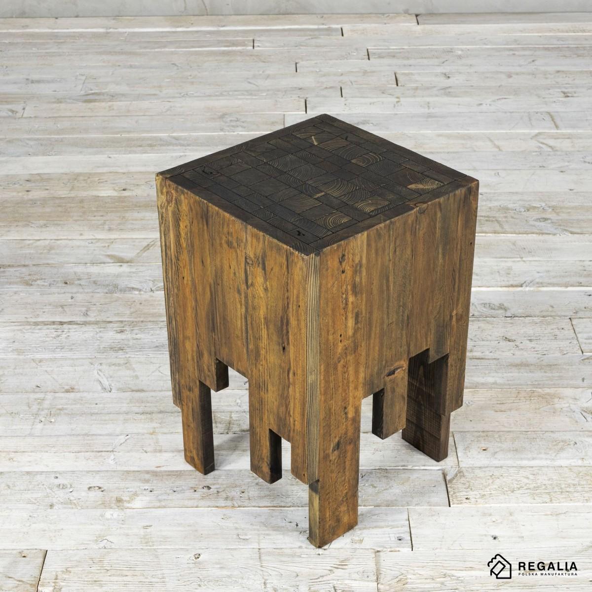 Recyklingowy stołek ze starych desek - szary